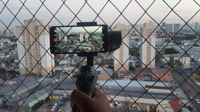 DJI Osmo Mobile 2 çok sezgisel değil, ancak 'sinematik görüntüler' oluşturmanıza izin veriyor | Analiz Cihazı / Bul Beni 4