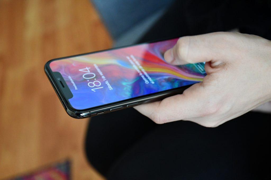 Bir Android kullanıcısı tarafından bir iPhone X kullanarak bir ay 3