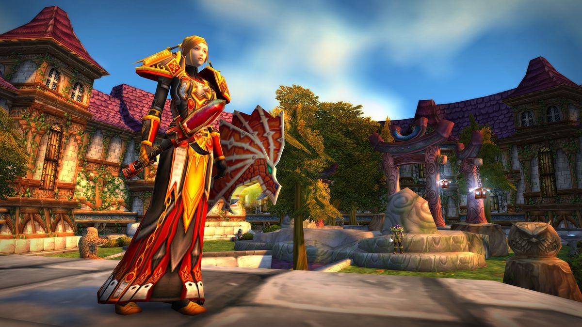 World of Warcraft - bir insan paladini, Blackwing Lair'den dişli giyen Stormwind Şehrinde