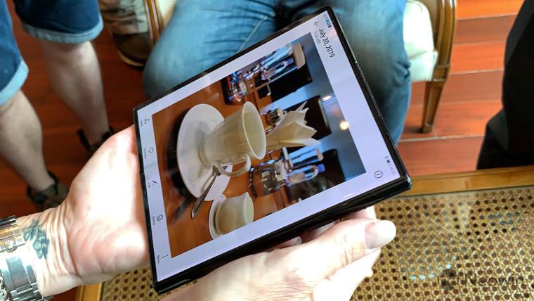 Matewei'ye Kirin 990 ve P30 eşdeğeri kameralarla katlanabilen Mate X ile eller 2