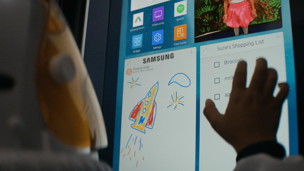 Family Board Technology, buzdolabı paneline notlar ve diğer bilgileri eklemenizi sağlar