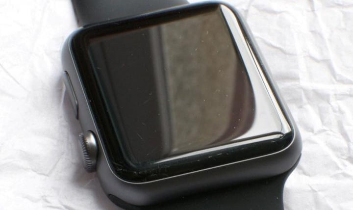 görüntü Apple Watch çatlaklar