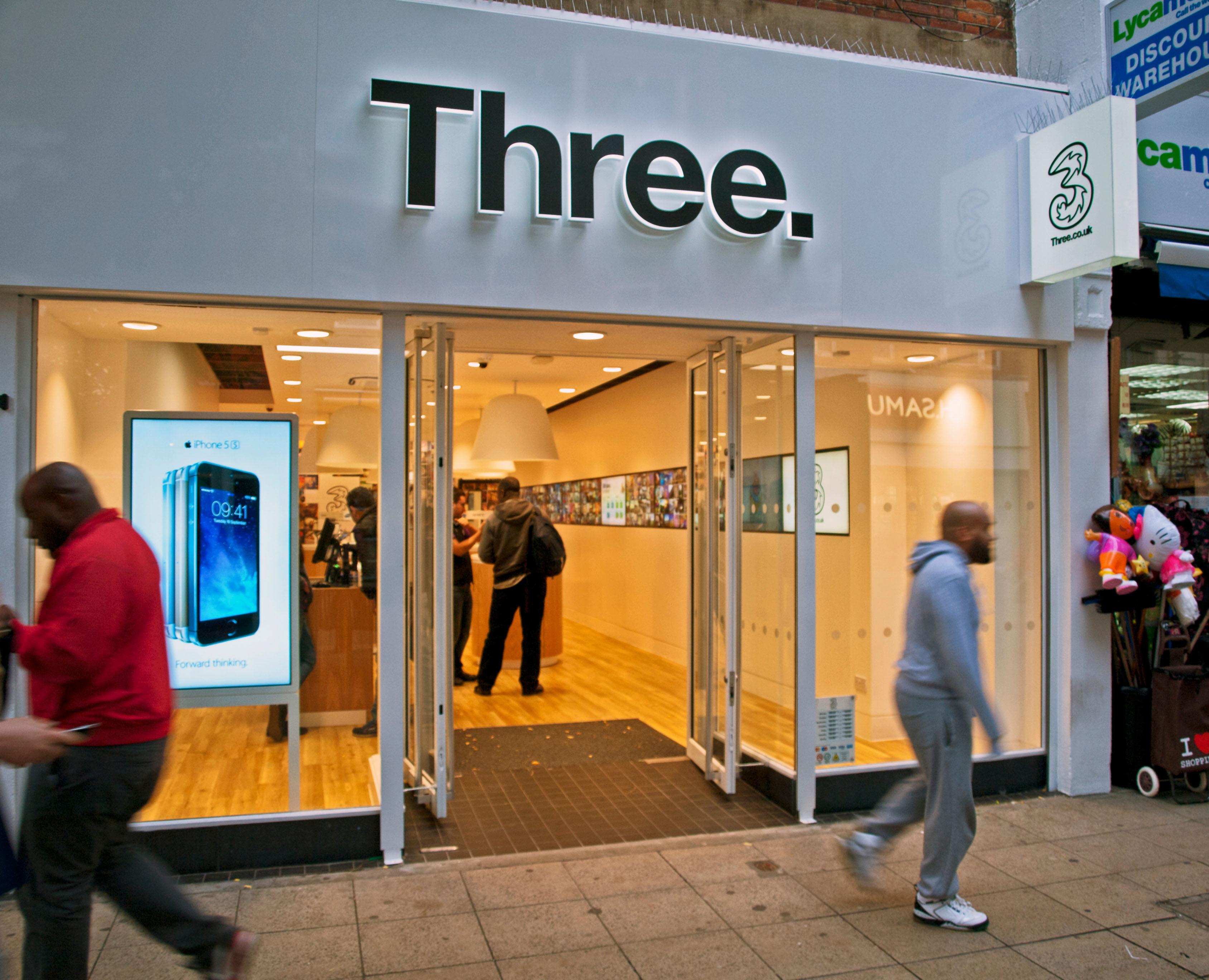 Üçü, sizi £ 60 civarında kurtaran çılgınca bir SIM teklifi başlattı