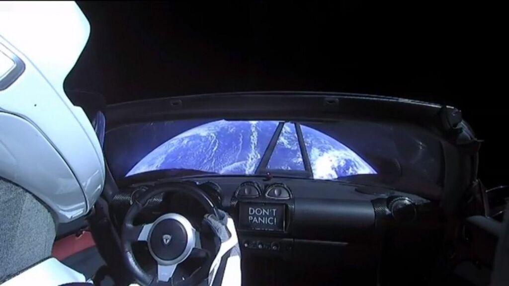Uzayda Tesla Roadster