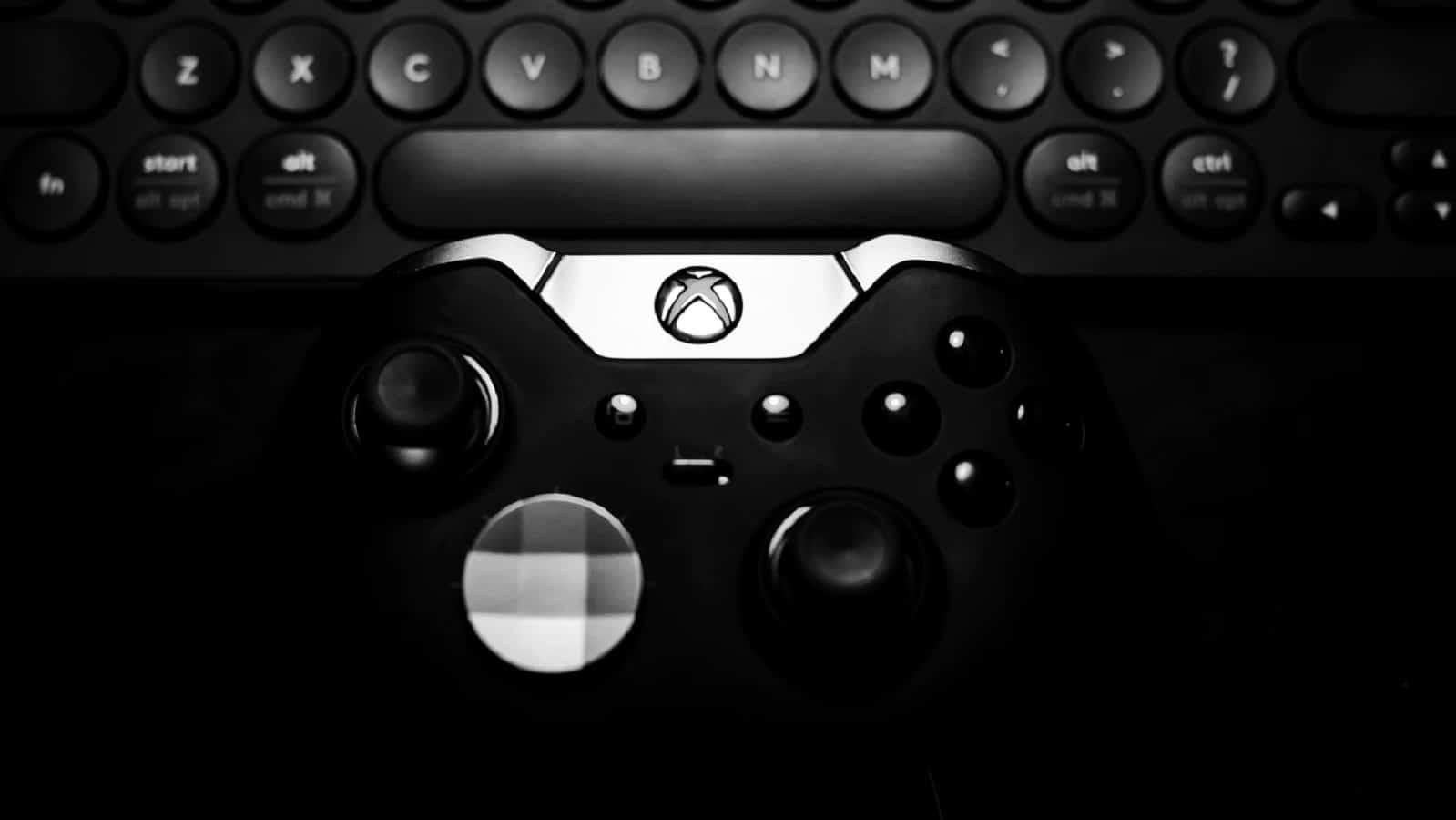 siyah beyaz bir xbox