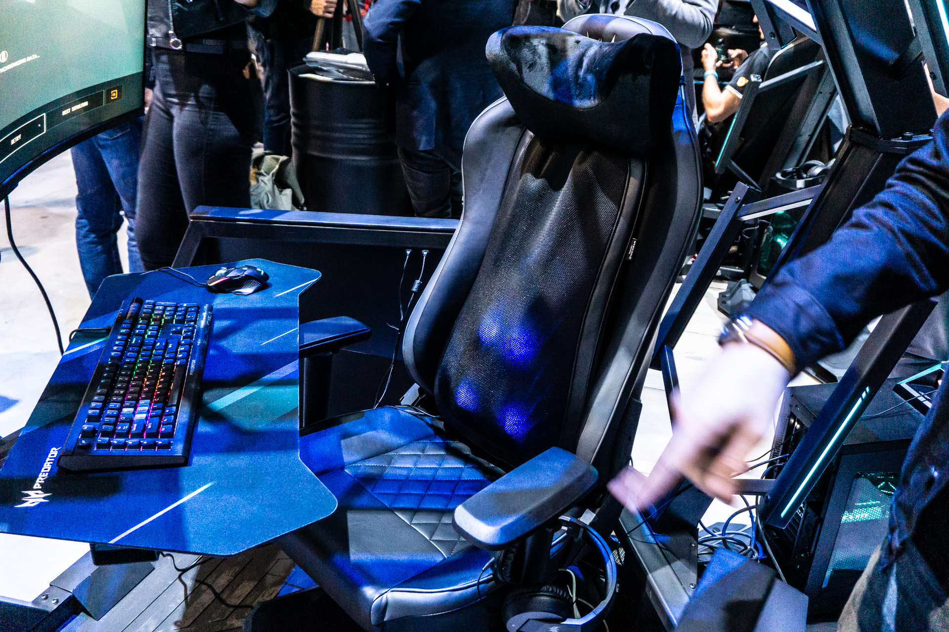 55.000 PLN için bir oyuncu için bir sandalyeye masaj yapmama izin verdim. Avcı Thronos Air, IFA 2019'un sürprizlerinden biri 2