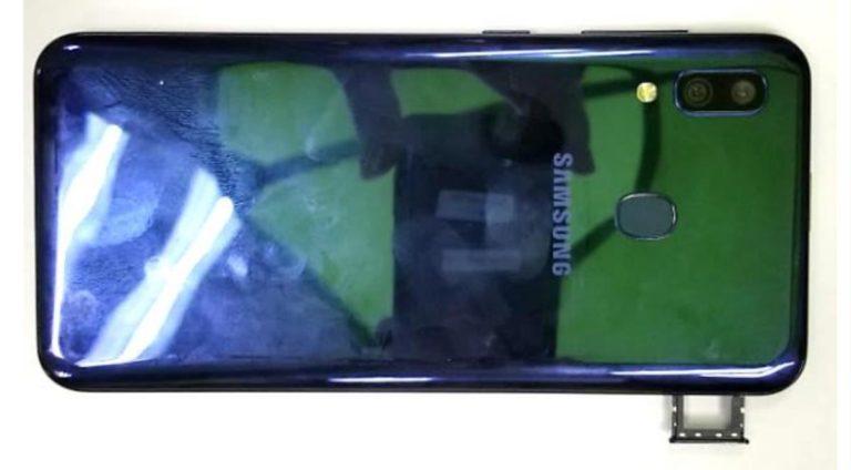 Samsung filtre uygulanmış arka görüntü Galaxy M10S