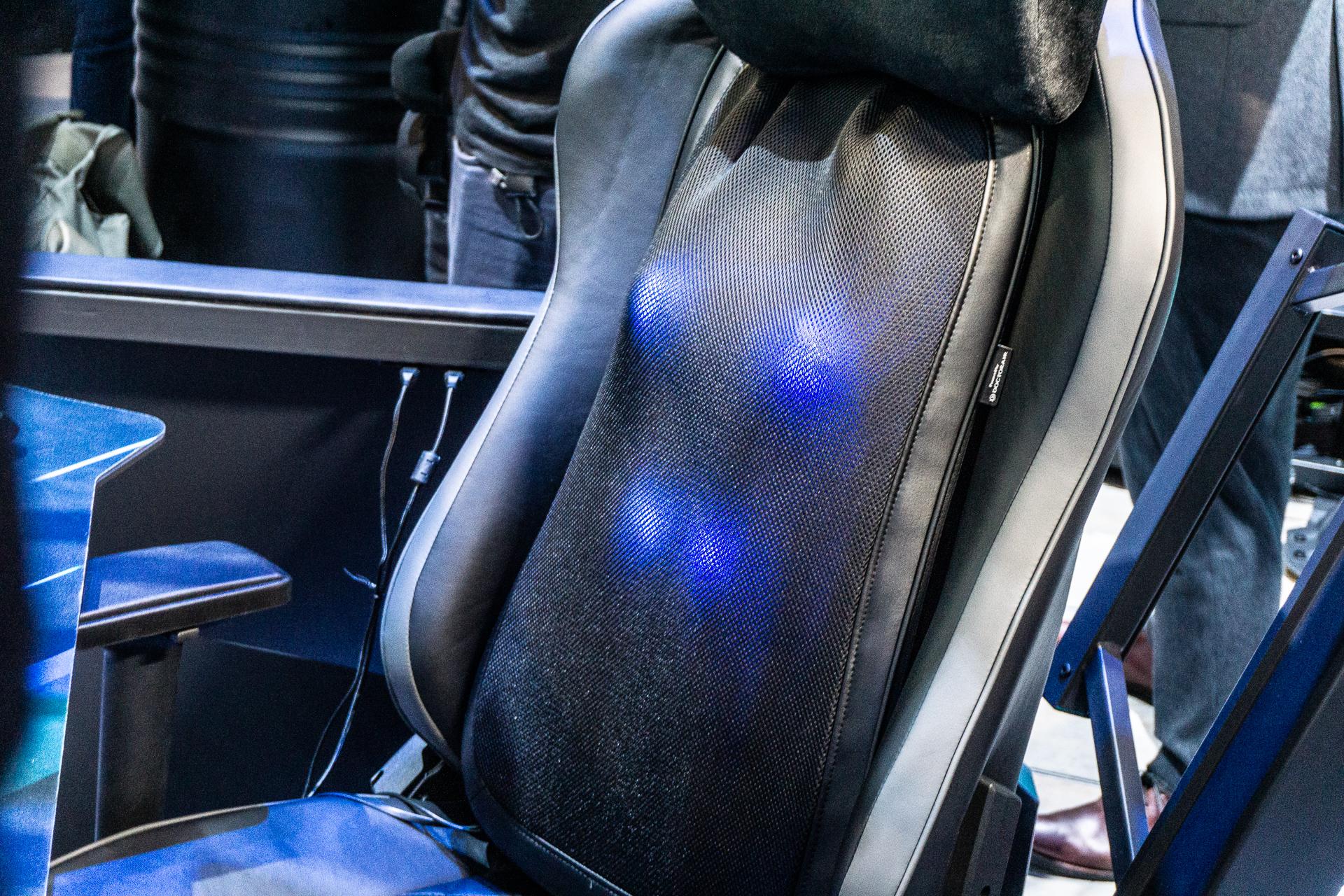 55.000 PLN için bir oyuncu için bir sandalyeye masaj yapmama izin verdim. Avcı Thronos Air, IFA 2019'un sürprizlerinden biri 1