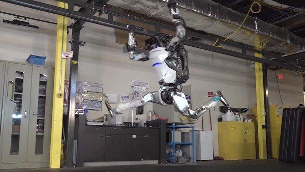 Atlas robotu, tehlikeli bir şekilde insana benzeyen yeni bir test yapmayı başardı - 09/24/2019 1