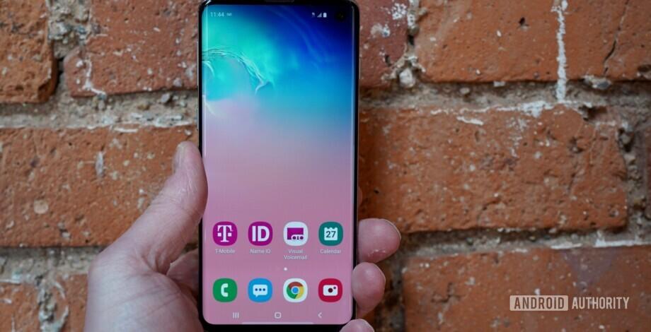 İn ▷ Rehberin AA takımı Galaxy Note  Edge, 2014 yılında kenar ekranlı ilk telefon oldu. Tek kenarı tasarımı hiç bir zaman gerçekten işe yaramadı, ancak Samsung ertesi yıl konseptini geliştirdi ve iki taraflı tasarımı tanıttı. Galaxy S6 Kenar. O zamandan beri, kavisli ekran Samsung ve Huawei dahil olmak üzere mevcut çeşitli seçeneklerimiz bayrak gemilerinde bir özellik haline geldi. Bu nedenle, akılda kalıcı ekranlara sahip en iyi telefonlara bir göz atıyoruz! Kenar göstergeli en iyi telefonlar: Samsung Galaxy Note  10 Samsung Galaxy S10 / S10 Artı Huawei P30 Pro OnePlus 7 Pro ZTE Akson 10 Pro Huawei Mate 20 Pro Sony Xperia XZ3 Editörün Notu: Yeni ortalama piyasaya sürüldüğü sırada, en iyi çevrede bu listeyi kenar göstergelerine sahip olması için öncedenleyecektir. 1. Samsung Galaxy Note  Samsung'un 10 seri Galaxy Note  çizgi orijinal kavisli ekranlı akıllı telefon oldu Galaxy Note  10 ve Galaxy Note  10 artı. Ekranda 6.8 inç QHD + Süper AMOLED ekran bekçisi. Galaxy Note  10 Plus, vanilya Note 10, 6.3 inçlik bir FHD + Süper AMOLED panel sunar. Onu iki arada da, bir 10MP selfie merkezde barındıran merkeze monte edilmiş bir delik deliği kapağını alıyorsunuz. Daha fazla oku Samsung Galaxy Note  10 Artı incelemesi: Değil Note Bilirsin Samsung Galaxy Note  onu zaman yapma onu yapma aygıtı olarak biliniyordu. İlk beri Galaxy Note  2011'de Samsung, neyi yeniden düşünmek için serisi kullandı. smartphones yapabilmeli, ... Note 10 seri, bölgeeye bağlı olarak kaputun altında bir Snapdragon 855 veya Exynos 9825 yonga seti yerleşiyor. Telefonlarda kablosuz yükseltilmiş S Kalem, IP68 su / toz basıncı, ekran parmak izi ekranı ve 12MP / 12MP telefoto / 16MP ultra geniş arka kamera üçlüsü de bulunuyor. Cihazlar batarya büyüklüğü, RAM ve liman içi bağlantı sayısı. 3.500 mAh batarya, 8 GB RAM ve 256 GB depolama Note 10. The Note Ayrıca 45 watt hızlı şarj cihazı, 12 GB RAM ve 256 GB veya 512 GB depolama alanı olan 4.300mAh pil sunuyor. Ancak bir şeyi 3,5 mm'lik bir liman. Seri olarak ko