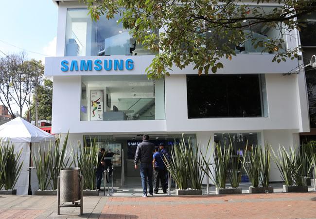 Samsung Galaxy A60, nisan ayında ekranda bir delik açılacak. 1