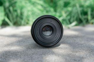 Uzun pozlamalar çekmek isterseniz, Sigma 45mm f / 2.8'in filtre dişi boyutu 55mm'dir.