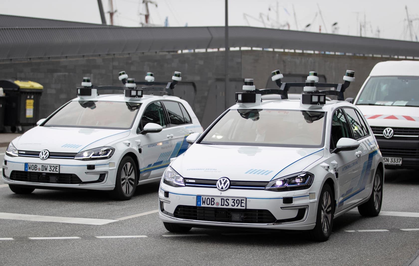 A VW construiu uma frota de e-Golf autônomo para um ...