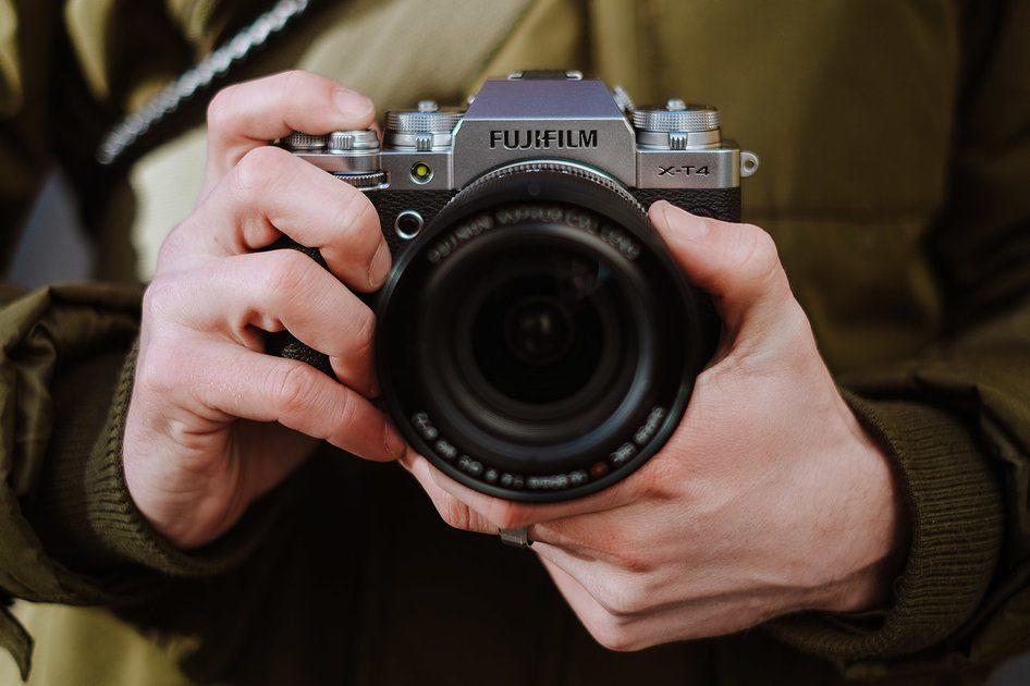A câmera sem espelho Fujifilm X-T4 pode produzir 15 quadros por segundo