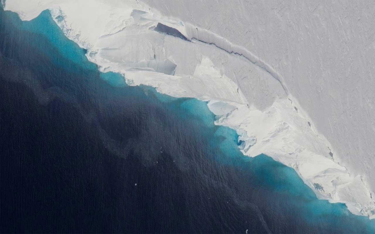 A geleira Thwaites, na Antártica, desenvolveu uma cavidade quase tão grande quanto ...
