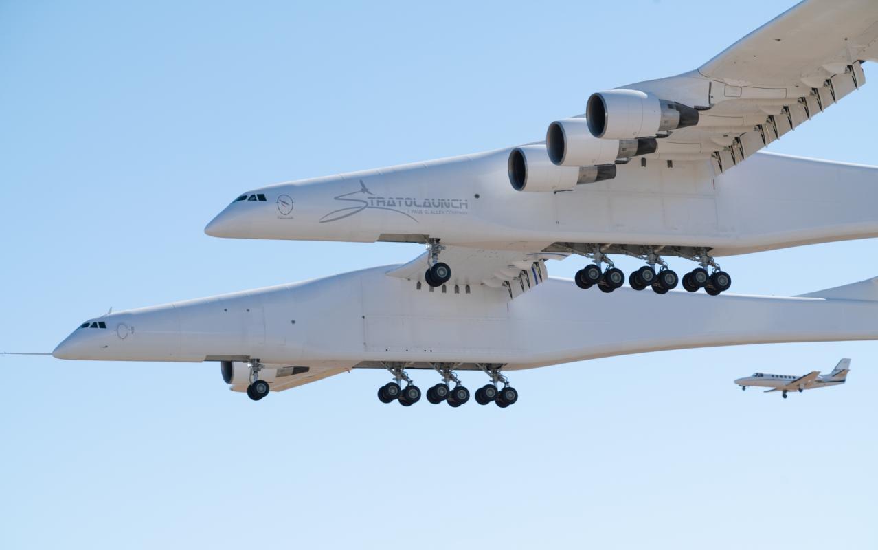 Aeronave gigante Stratolaunch completa primeiro vôo histórico