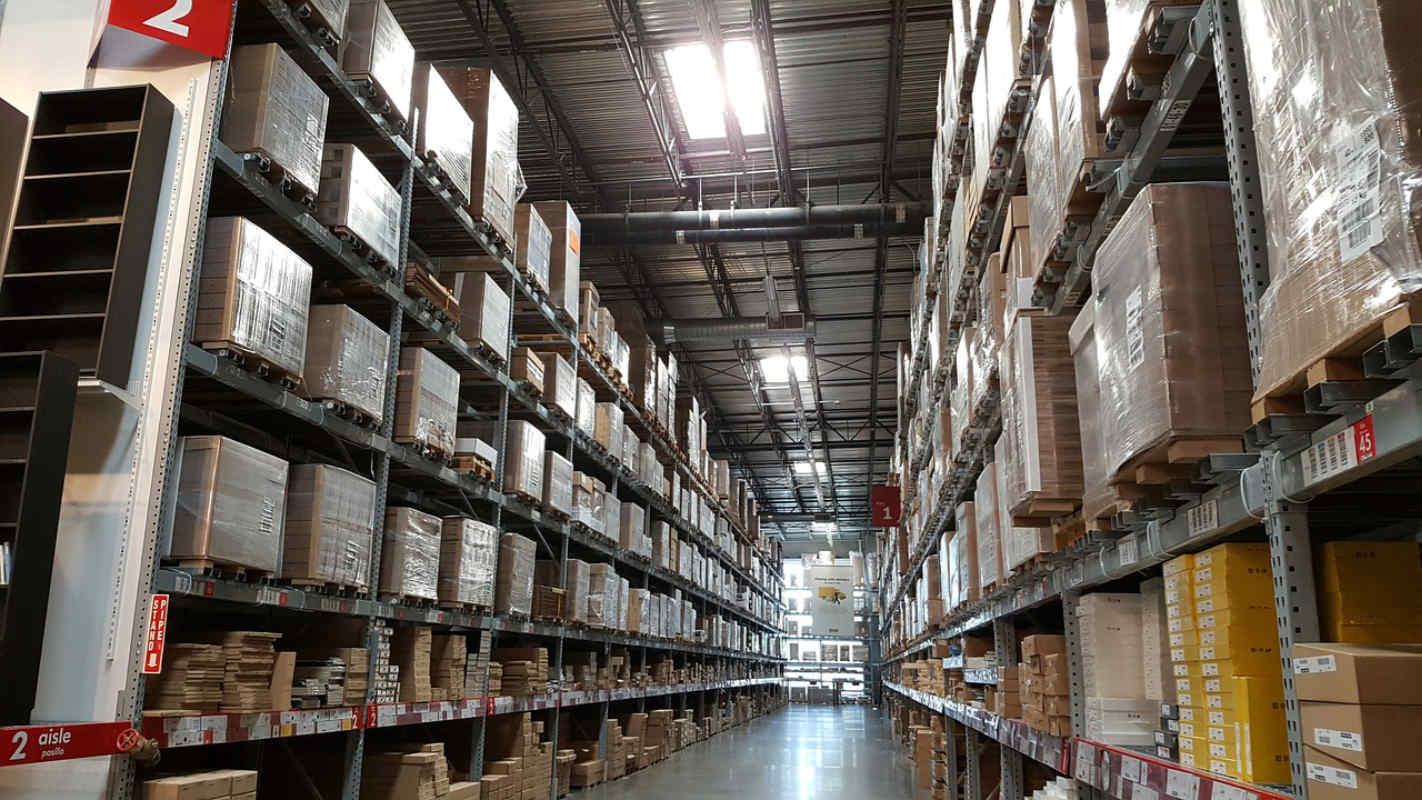 Amazon diz que empregos em armazéns não vão desaparecer tão cedo