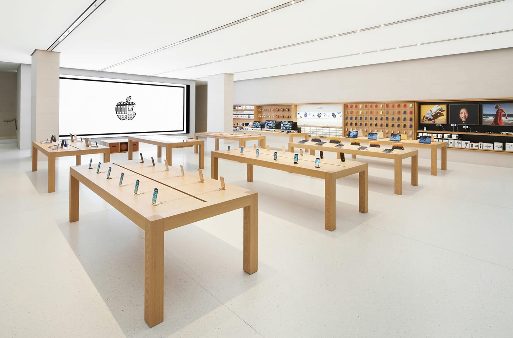 Angela Ahrendts, chefe de varejo da Apple, faz uma saída surpresa