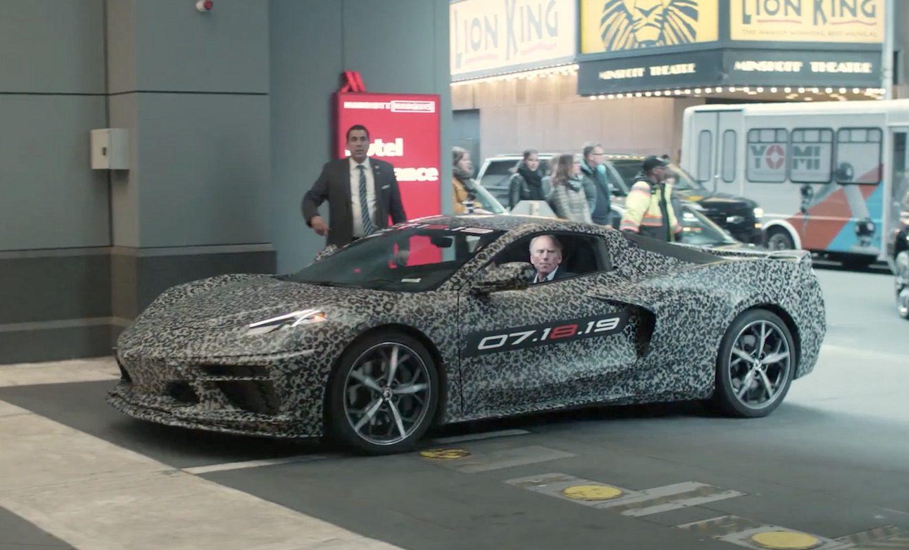 Assista ao Corvette 2020 fazer sua estréia chocante no meio do motor