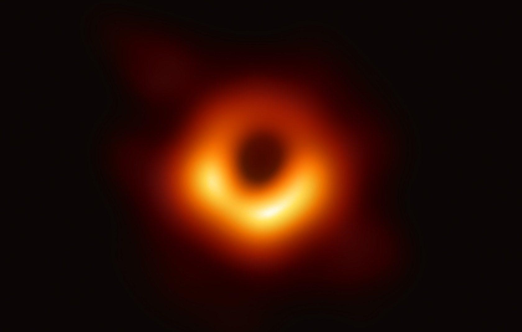 Esta primeira imagem de um buraco negro é vorazmente épica