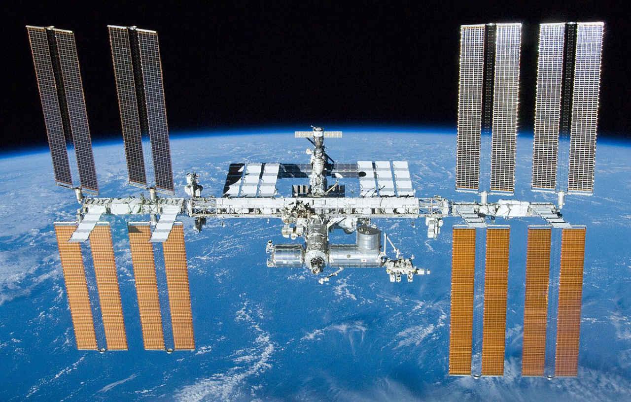 Instalação de barraca de privacidade do sistema de banheiro ISS causou grande vazamento de água