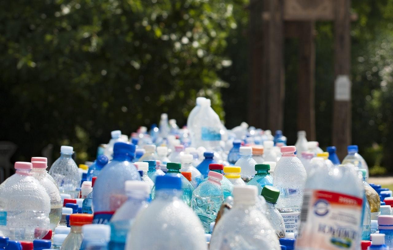 Novo processo de conversão química transforma resíduos plásticos em combustível