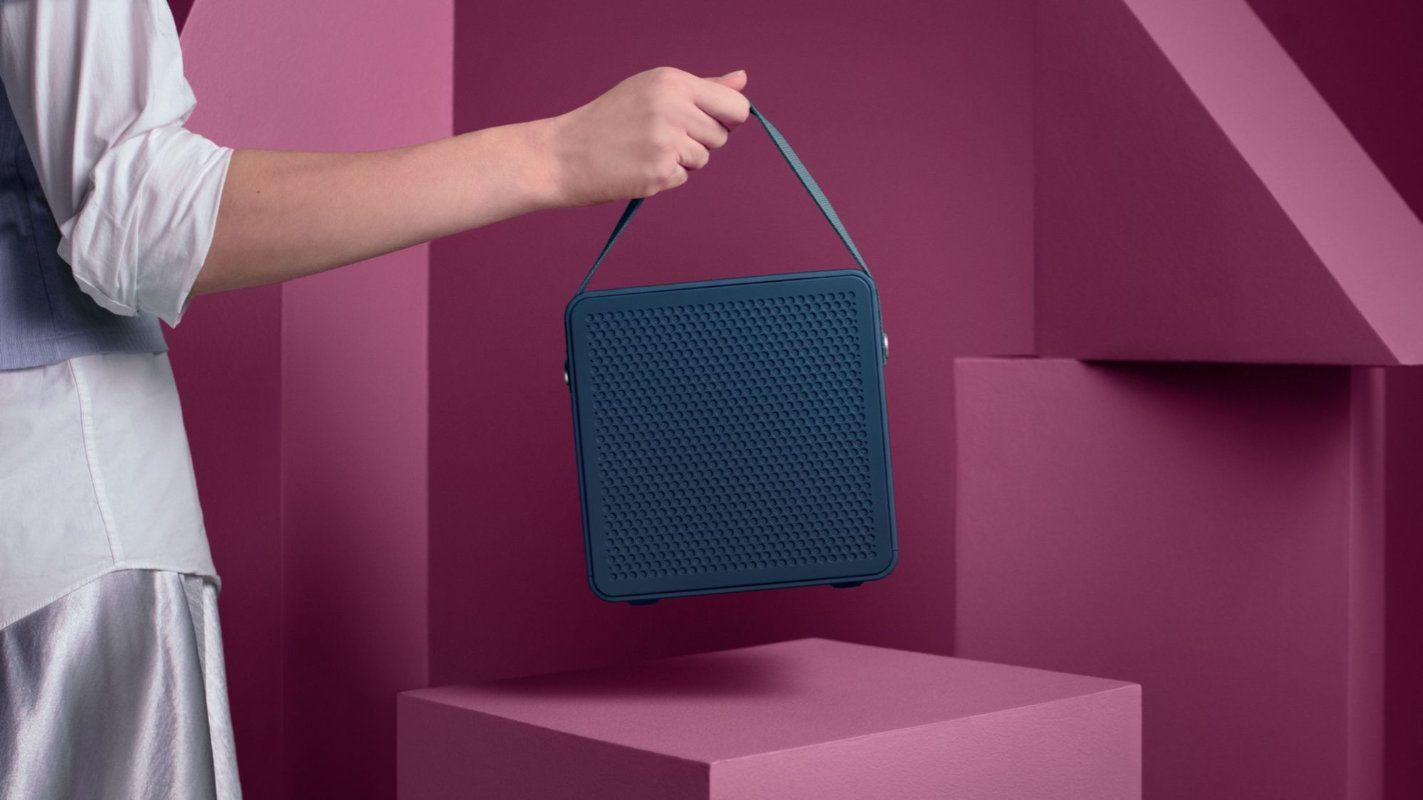 O alto-falante portátil em forma de cubo Urbanears Rålis parece uma bolsa