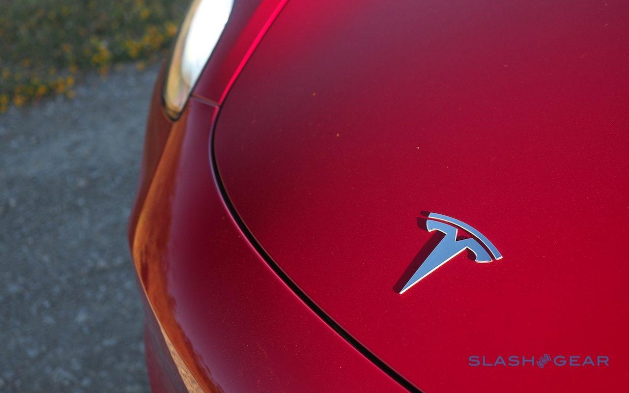 Tesla e Panasonic pisam no freio da expansão da bateria
