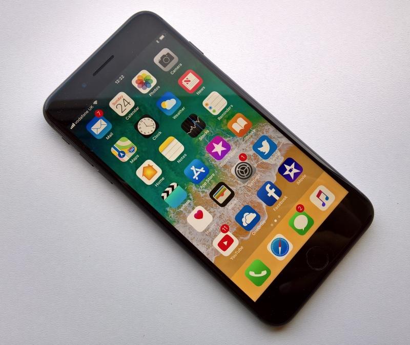 Desenvolvedor Dual Boots iOS 13.3 e Linux no Jailbroken iPhone 8