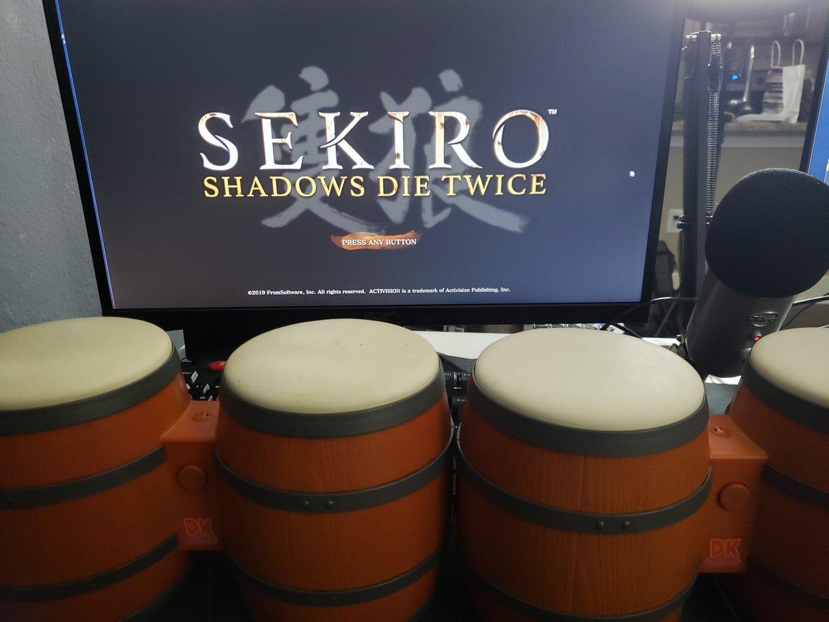 Homem bate em Sekiro: sombras morrem duas vezes usando apenas bongos Donkey Kong